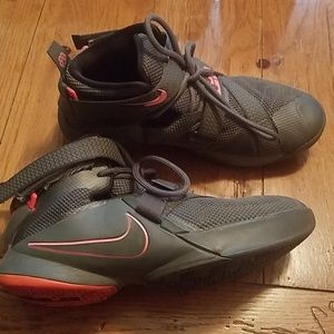Lebron 12 grey and pink, size 6